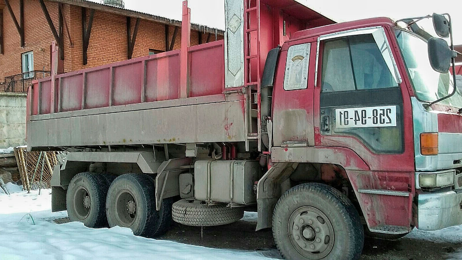 Самосвал 15 тонн с щебнем